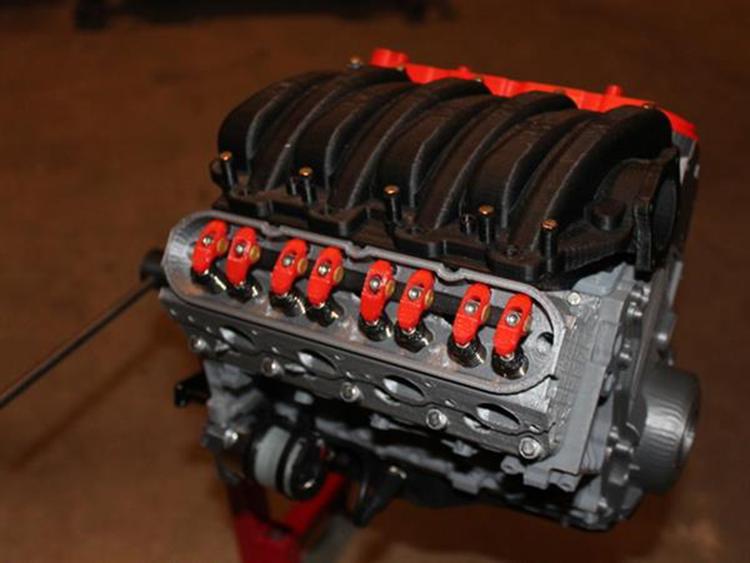 Apaixonado por carros faz motor de Camaro em 3D<
